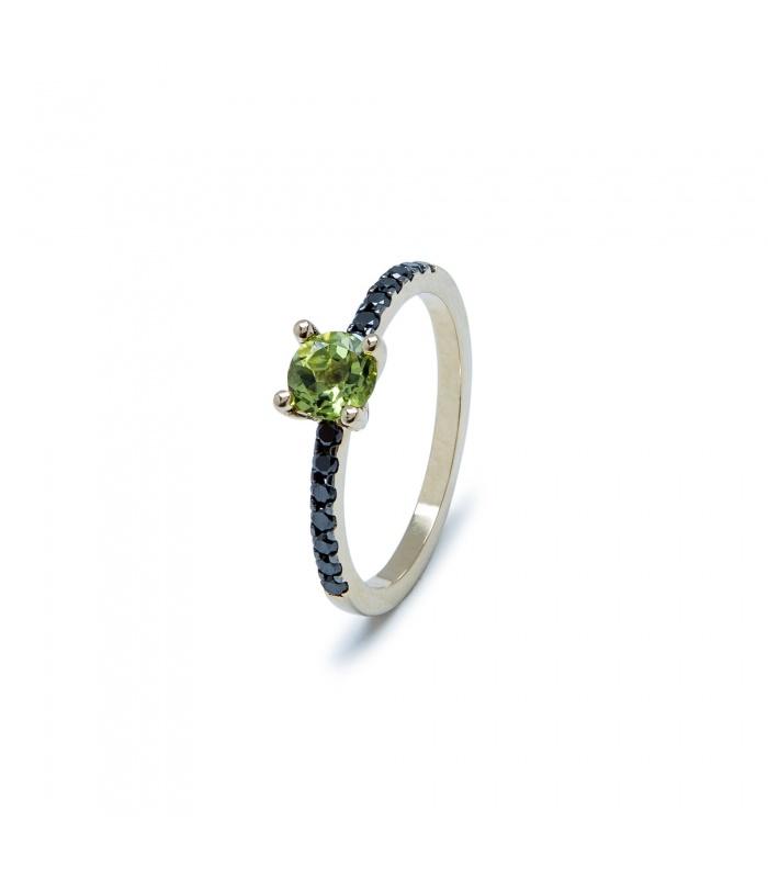 Anell or de primera llei amb peridot i diamants negres